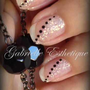nail art facile / effet bijou avec des pailettes dore