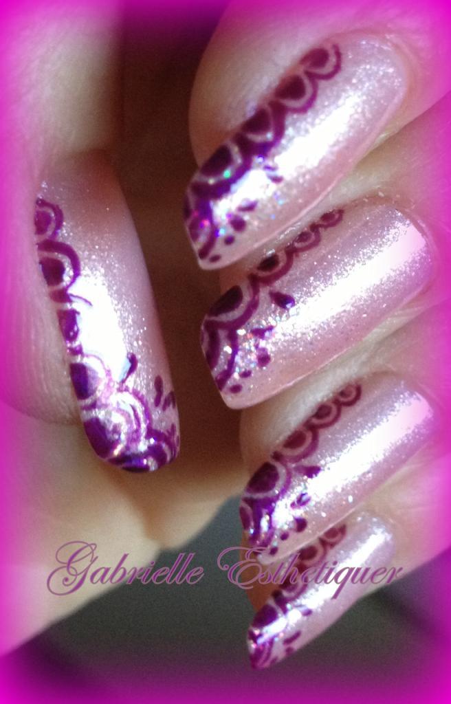 Nail Art arabesque effet dentelle