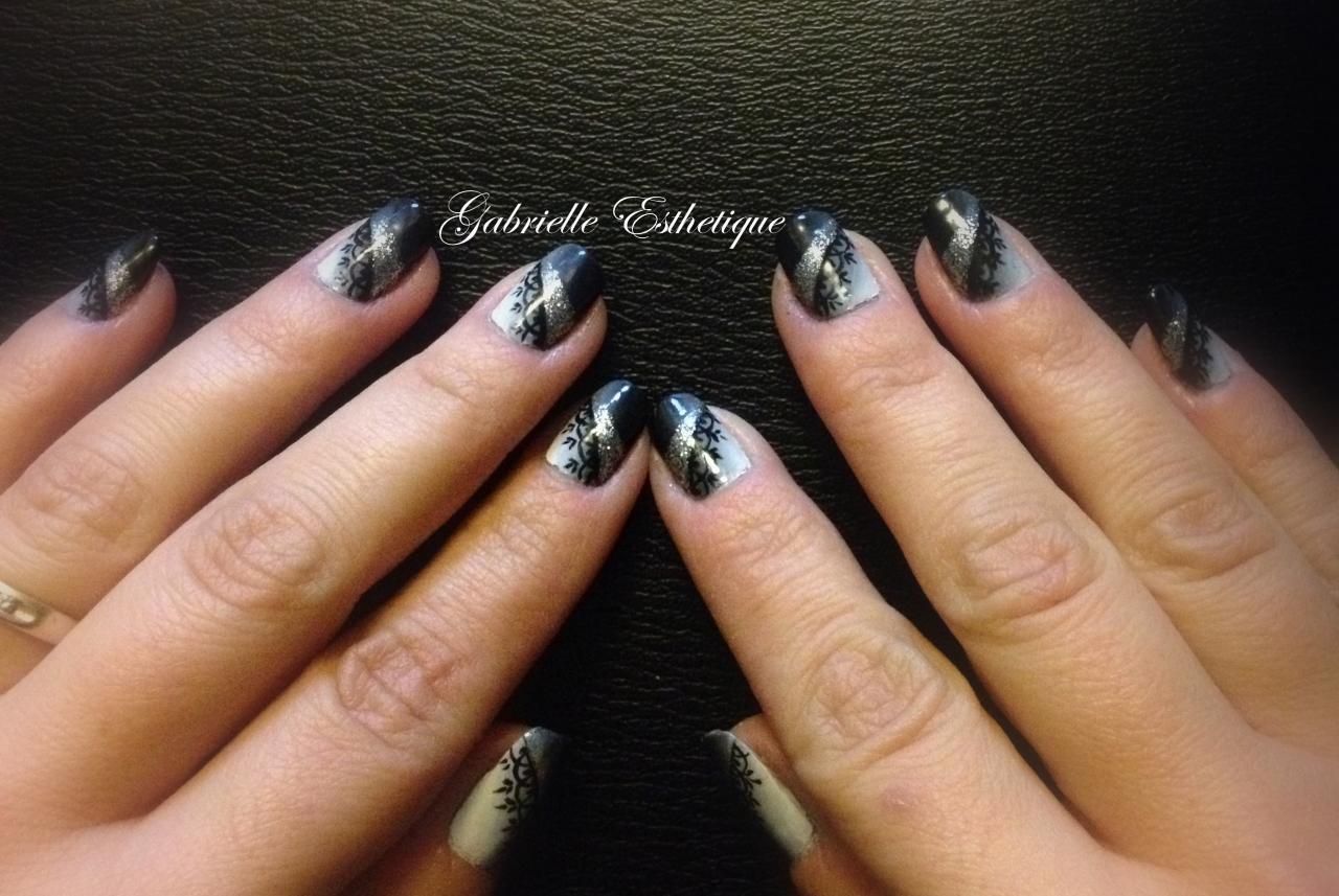 Nail Art dentelle chic sur degrade noir et blanc